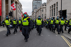 © Licensed to London News Pictures. 26/09/2020. London, UK. Police move in to Trafalgar Square in an attempt to break up the crowd. Coronavirus sceptics have gathered in central London for a large demonstration. Photo credit: Peter Manning/LNP