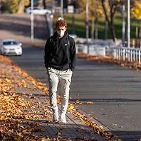 03.11.2020, Trainingsgelaende am wohninvest WESERSTADION -  , Bremen, GER, 1.FBL, Werder Bremen Training<br /> <br /> Ankunft der Spieler am Dienstag morgen zum Corona Test und Trainingsauftakt der Woche mit CORONA Alltagsmasken (Mund-Nasen-Bedeckung)<br /> <br /> Joshua Sargent (Werder Bremen #19)<br /> <br /> Foto © nordphoto / Kokenge
