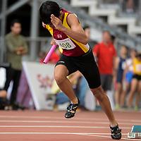 Zaydan Rahman (#408) of Victoria School runs the first leg in the C Division boys' 4x100m relay final. (Photo © Eileen Chew/Red Sports)