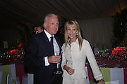 Johan Beck and Mrs. Susan Sangster. Cartier dinner after thecharity preview of the Chelsea Flower show. Chelsea Physic Garden. 23 May 2005. ONE TIME USE ONLY - DO NOT ARCHIVE  © Copyright Photograph by Dafydd Jones 66 Stockwell Park Rd. London SW9 0DA Tel 020 7733 0108 www.dafjones.com