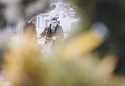 14.04.2020, Zell am See, AUT, Coronavirus in Österreich, im Bild ein Paar in der Gartenabteilung eines Baumarktes mit MNS Masken nach der Quarantäne während der Coronavirus Pandemie. //a pair in the garden department of a hardware store with MNS masks after the quarantine period during the World Wide Coronavirus Pandemic in Zell am See, Austria on 2020/04/14. EXPA Pictures © 2020, PhotoCredit: EXPA/ JFK
