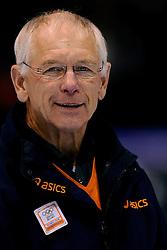 29-12-2009 SCHAATSEN: AEGON KWALIFICATIE TOERNOOI: HEERENVEEN<br /> Henk Gemser is de Nederlandse Chef de Mission voor de Olympische Winterspelen 2010  in Vancouver <br /> ©2009-WWW.FOTOHOOGENDOORN.NL