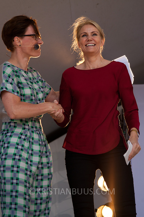 Winni Aakermann Grosbøll, Bornholm's borgmester byder Helle Thorning-Schmidt, Danmark's statsminister velkommen til Folkemødet 2014