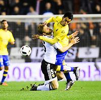 Valencia CF's  Shkodran Mustafi and UD Las Palmas' Araujo during spanish King's Cup match. January 21, 2016. (ALTERPHOTOS/Javier Comos)