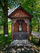 Nowy Wiśnicz 11-05-2019. Kapliczka św. Jana Nepomucena w Nowym Wiśniczu zlokalizowana w sąsiedztwie Zamku Kmitów i Lubomirskich w Nowym Wiśniczu.