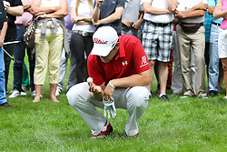 26.06.2015, Golfclub München Eichenried, Muenchen, GER, BMW International Golf Open, Tag 2, im Bild Bernd Wiesberger (AUT) identifiziert seinen Ball im Rough // during day two of the BMW International Golf Open at the Golfclub München Eichenried in Muenchen, Germany on 2015/06/26. EXPA Pictures © 2015, PhotoCredit: EXPA/ Eibner-Pressefoto/ Kolbert<br /> <br /> *****ATTENTION - OUT of GER*****