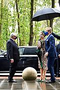 Venlo, 27-05-2021, Brightlands Campus Greenport<br /> <br /> Koning Willem Alexander en Koningin Maxima tijdens een streekbezoek aan Noord-Limburg. Het Koninklijk Paar bezoekt de gemeenten Venlo, Bergen en Venray. Het streekbezoek staat in het teken van positieve gezondheid. Tevens komt de invloed van corona op de streek gedurende het afgelopen jaar ter sprake.<br /> <br /> Op de foto: Bezoek aan Brightlands Campus Greenport<br /> <br /> King Willem Alexander and Queen Maxima during a regional visit to North Limburg. The Royal Couple visits the municipalities of Venlo, Bergen and Venray. The regional visit is all about positive health. The influence of corona on the region during the past year is also discussed.