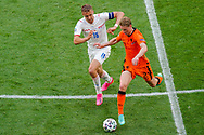 Tomas Soucek of Czech Republic battles for possession with Frenkie de Jong of the Netherlands during the UEFA Euro 2020, Round of 16 football match between Netherlands and Czech Republic on June 27, 2021 at Puskas Arena in Budapest, Hungary - Photo Andre Weening / Orange Pictures / ProSportsImages / DPPI