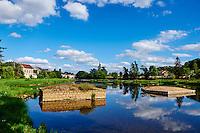France, Indre (36), Argenton-sur-Creuse, quartier de Saint Etienne, vestige du pont romain dans le Creuse // France, Indre (36), Argenton-sur-Creuse, St Etienne district, traces of a Roman bridge
