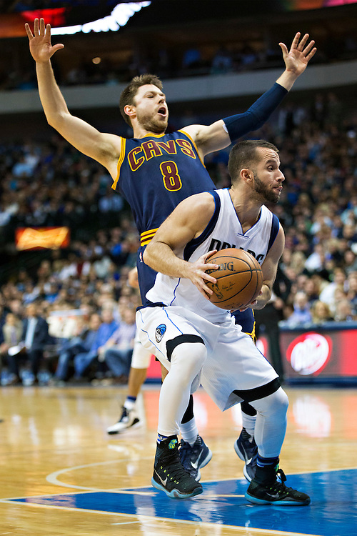 DALLAS, TX - JANUARY 12:  Jose Juan Barea #5 of the Dallas Mavericks with the ball while being guarded by Matthew Dellavedova #8 of the Cleveland Cavaliers at American Airlines Center on January 12, 2016 in Dallas, Texas.  NOTE TO USER: User expressly acknowledges and agrees that, by downloading and or using this photograph, User is consenting to the terms and conditions of the Getty Images License Agreement.  The Cavaliers defeated the Mavericks 110-107.  (Photo by Wesley Hitt/Getty Images) *** Local Caption *** Jose Juan Barea; Matthew Dellavedova