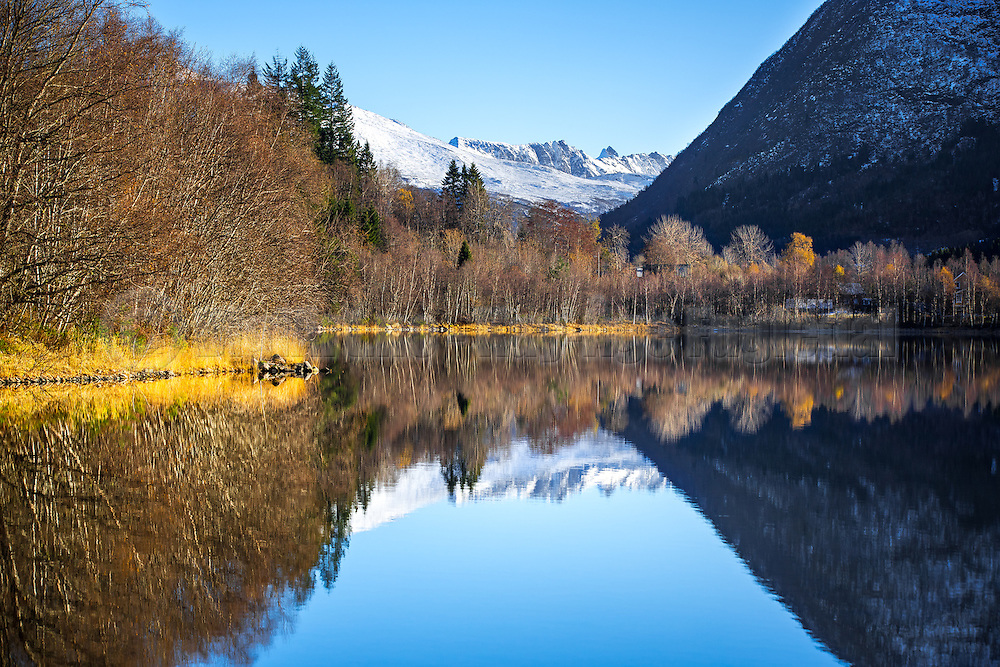 Autumn mood with reflections | Høststemning med refleksjon