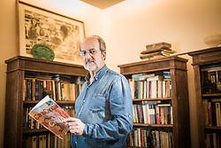 Elbio Flores em sua residência, em Porto Alegre. FOTO: Jefferson Bernardes/ Agência Preview