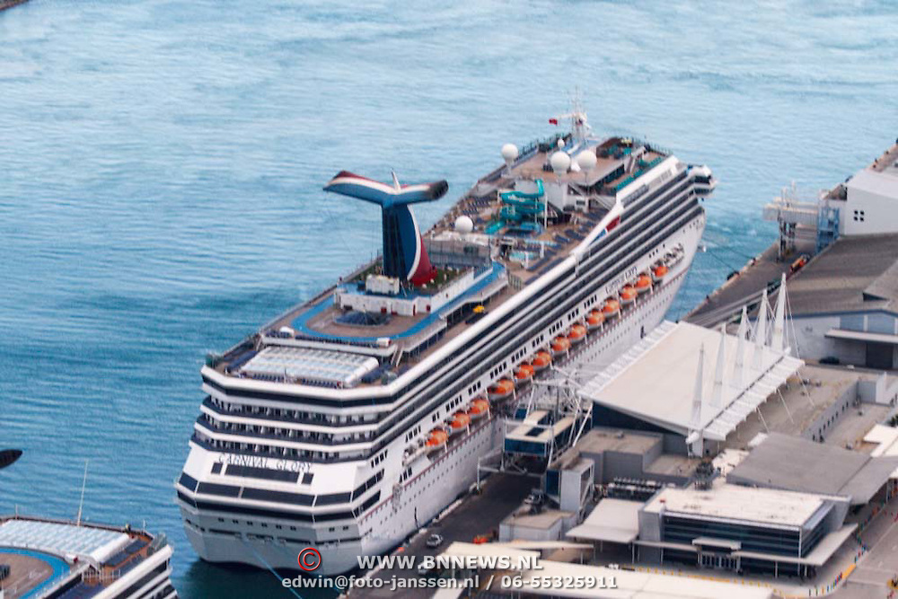 USA/Miami/20150808 - Rondvlucht boven Miami, cruiseschip