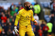 Everton Goalkeeper Tim Howard shouts instructions. Barclays Premier league match, Burnley v Everton at Turf Moor in Burnley, Lancs on Sunday 26th October 2014.<br /> pic by Chris Stading, Andrew Orchard sports photography.