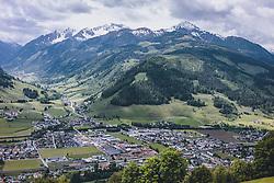 THEMENBILD - Ortsansicht von Bruck an der Glocknerstrasse, den Brucker Berg und das Tal Richtung Fusch, aufgenommen am 30. Mai 2020 in Bruck an der Glocknerstrasse, Oesterreich // Local view from Bruck an der Glocknerstrasse, the Brucker Berg and the valley towards Fusch, in Bruck an der Glocknerstrasse, Austria on 2020/05/30. EXPA Pictures © 2020, PhotoCredit: EXPA/Stefanie Oberhauser