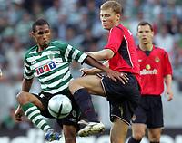 ◊Copyright:<br />GEPA pictures<br />◊Photographer:<br />Hans Simonlehner<br />◊Name:<br />Liedson<br />◊Rubric:<br />Sport<br />◊Type:<br />Fussball<br />◊Event:<br />UEFA Cup Finale, Sporting Lissabon vs ZSKA Moskau<br />◊Site:<br />Lissabon, Portugal<br />◊Date:<br />18/05/05<br />◊Description:<br />Liedson (Lissabon), Evgeny Aldonin (Moskau)<br />◊Archive:<br />DCSSL-180505606<br />◊RegDate:<br />18.05.2005<br />◊Note:<br />TM/TM - Nutzungshinweis: Es gelten unsere Allgemeinen Geschaeftsbedingungen (AGB) bzw. Sondervereinbarungen in schriftlicher Form. Die AGB finden Sie auf www.GEPA-pictures.com.<br />Use of picture only according to written agreements or to our business terms as shown on our website www.GEPA-pictures.com