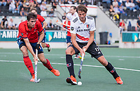 AMSTELVEEN -  Brent van Bijnen (Amsterdam) met Tom Beddows (Tilburg)   tijdens de hockey hoofdklasse competitiewedstrijd  heren, Amsterdam-HC Tilburg (3-0).  COPYRIGHT KOEN SUYK