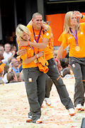 Nederlandse Olympische ploeg komt thuis en wordt gehuldigd op het plein voor Station Den Bosch.<br /> <br /> Op de foto: Hockeyster Maartje Goderie en Dorian van Rijsselberghe