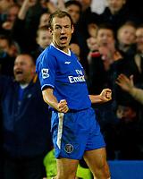 Fotball<br /> Premier League England 2004/2005<br /> 18.12.2004<br /> Foto: BPI/Digitalsport<br /> NORWAY ONLY<br /> <br /> Chelsea v Norwich City<br /> FA Barclays Premiership<br /> 18/12/2004.<br /> <br /> Arjen Robben celebrates the third for Chelsea.