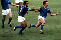 Fotball<br /> VM 1982<br /> Foto: Colorsport/Digitalsport<br /> NORWAY ONLY<br /> <br /> FOOTBALL. WORLD CUP FINAL 1982. ITALY 3 WEST GERMANY 1. BERNABEU STADIUM IN MADRID, SPAIN. MARCO TARDELLI CELEBRATES HIS GOAL FOR ITALY WITH CLAUDIO GENTILE.