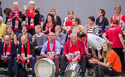 21-04-2016 NED: Springendal Set Up 65 - Vc Sneek, Ootmarsum<br /> Set Up verliest met 3-2 en staat met 2-0 achter in de finale serie best of five, Sneek kan aanstaande zondag kampioen van Nederland worden / Sneek support publiek