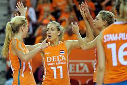 18-09-2011 VOLLEYBAL: DELA TROPHY NEDERLAND - TURKIJE: ALMERE<br /> Nederland wint met 3-0 van Turkije en wint hierdoor de DELA Trophy / (L-R) Laura Dijkema, Caroline Wensink, Captain Manon Flier<br /> ©2011-FotoHoogendoorn.nl