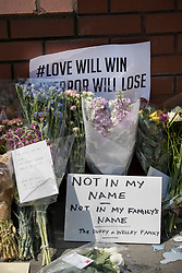 © Licensed to London News Pictures. 20/06/2017. London, UK. Cards and flowers are placed outside Finsbury Mosque in north London after a van ploughed into a crowd nearby. One person has been killed and 10 people are injured. Darren Osborne, 47, from Cardiff, continues to be held on suspicion of attempted murder and alleged terror offences.  Photo credit: Peter Macdiarmid/LNP