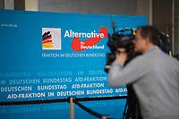 DEU, Deutschland, Germany, Berlin, 16.01.2018: Kameraleute filmen vor der Fraktionssitzung der Partei Alternative für Deutschland (AfD) im Deutschen Bundestag.