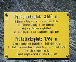 03.11.2010, Kals, AUT, Vermisstensuche am Grossglockner, 3 Polnische Alpinisten sind am Grossglockner in Bergnot geraten. Bei den bisher Vermissten handelt es sich um den Sohn (25) des am Sonntag tot aufgefundenen 53-jährigen Polen. Der zweite Vermisste ist 21 Jahre alt, es handelt sich um einen Freund des 25-jährigen. Die Leichen wurden im Gebiet des Lammereises in 2.600 Metern Höhe gefunden, im Bild Service für den Bergsteiger. Die Tafeln wurden vor mehreren Jahren gemeinsam von den Kalser Bergführern und der Kalser Bergrettung auf der Stüdlgratroute zum Glocknergipfel angebracht., EXPA Pictures © 2010, PhotoCredit: EXPA/ P. Gruber