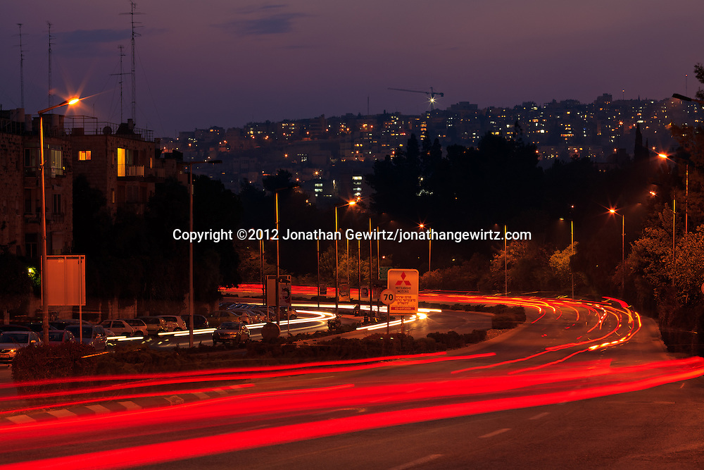 Evening traffic on Jerusalem's Harav Herzog Street. WATERMARKS WILL NOT APPEAR ON PRINTS OR LICENSED IMAGES.