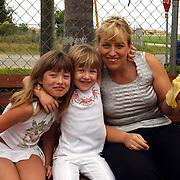 Vakantie Miami Amerika, Diana, Anneke + Linda Janssen Amerikaanse fruitkraam in Florida City, Robert is here