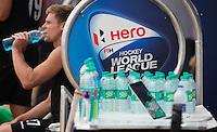 NEW DELHI - Drinken tijdens de derde poulewedstrijd in de finaleronde van de Hockey World League tussen de mannen van Nieuw-Zeeland en Engeland.  ANP KOEN SUYK