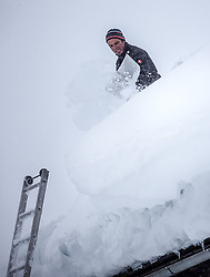 01.02.2014, Kartitsch, Osttirol, AUT, Schneefälle in Oberkärnten und Osttirol, im Bild Hausbesitzer schaufeln den Schnee von den Däachern.  Bis tief in die Nacht waren Einsatzkräfte damit beschäftigt die Strassen und Gehwege von den Schneeemassen zu räumen. Viele Strassen in die Seitentäler des osttiroler Isel- und Pustertalen sind aufgrund der grossen Lawinengefahr gesperrt. Die grossen Neuschneemengen in Osttirol forderten bereits zwei Todesopfer. EXPA Pictures © 2014, PhotoCredit: EXPA/ JFK