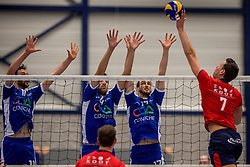 29-10-2016 NED: SV Land Taurus - Coniche Topvolleybal Zwolle, Houten<br /> Taurus wint vrij eenvoudig van Zwolle met 3-0 / /zwo4