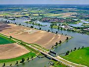 Nederland, Noord-Brabant, Wijk en Aalburg, 14-05-2020; Kromme Nolkering, ook Waterkering De Kromme Nol. Keersluis in  hetHeusdensch Kanaal wordt gesloten bij hoge waterstanden in de Bergsche Maas, omdat bij hoogwater de dijken langs het Kanaal en de Afgedamde Maas niet voldoen.<br /> Kromme Nolkering, also Waterkering De Kromme Nol. The barrier in the Heusdensch Kanaal is closed at high water levels in the Bergsche Maas, because the dikes along the Canal and the Afgedamde Maas do not meet during high water.<br /> <br /> aerial photo (additional fee required);<br /> copyright foto/photo Siebe Swart