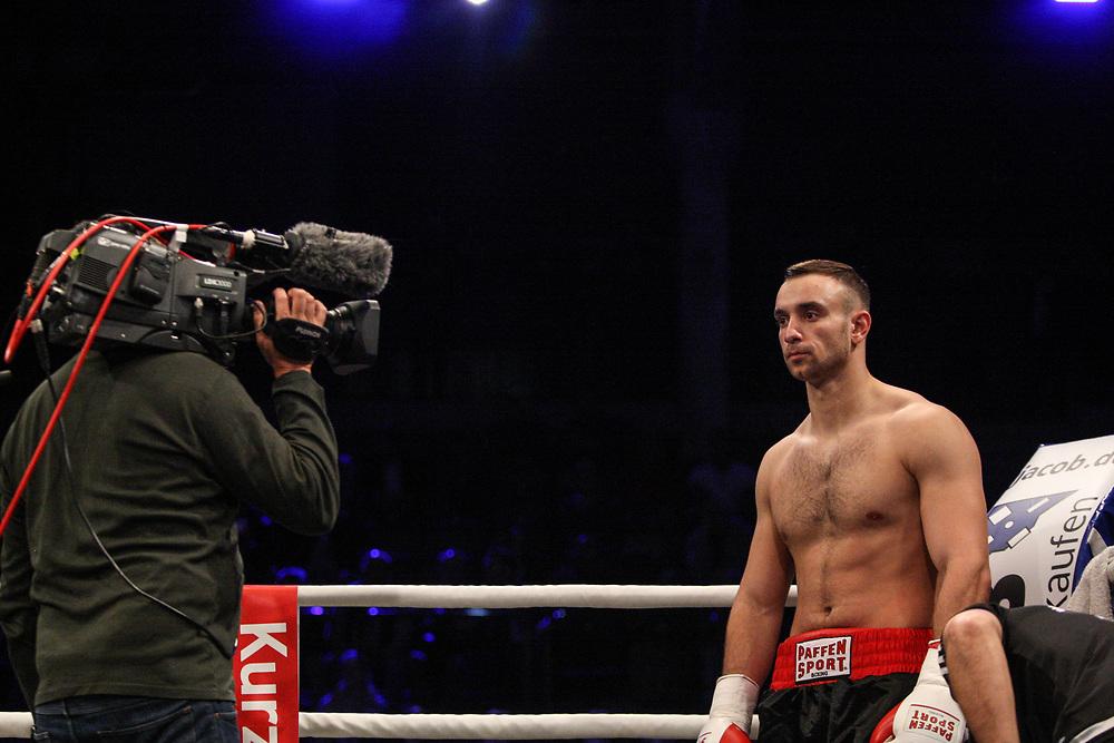 BOXEN: Friday Night Boxing, Hamburg, 15.10.2016<br /> Mohamed Soltby (GER) - Zoltan Csala (HUN)<br /> © Torsten Helmke