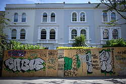 © Licensed to London News Pictures. 23/08/2019. London, UK. Preparations in Notting Hill, West London ahead of the 2018 Notting Hill Carnival which starts this weekend. Warm weather is expected over the bank holiday weekend with carnival attracting over 1 million people to the capital. Photo credit: Ben Cawthra/LNP