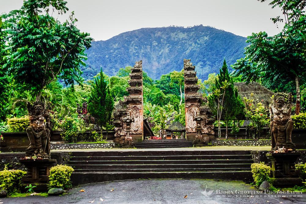 Bali, Tabanan, Batukau. The Pura Luhur Batukau temple sits on the slopes of Gunung Batukau.
