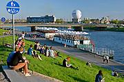 Bulwary wiślane w okolicy mostu Grunwaldzkiego w Krakowie, Polska<br /> Vistula boulevards near the Grunwaldzki Bridge in Cracow, Poland