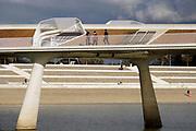 Nederland, the Netherlands, Nijmegen, 3-2-2019De Lentloper, brug die Nijmegen Noord verbindt met het Lentereiland, Veur Lent . Deze landstrook in bij hoogwater een eiland in de Waal door de aanleg van de Nevengeul, Spiegelwaal . Op mooie dagen komen veel mensen wandelen .