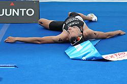 17.07.2010, Hamburg, GER, Triathlon, Dextro Energy Triathlon ITU World Championship, Elite Maenner,  im Bild Platz 2 Jan Frodeno (GER) laesst sich nach dem Zieleinlauf auf den Boden fallen.EXPA Pictures © 2010, PhotoCredit: EXPA/ nph/  Witke+++++ ATTENTION - OUT OF GER +++++ / SPORTIDA PHOTO AGENCY