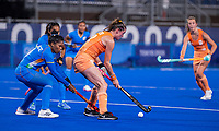 TOKIO - Lidewij Welten (NED)met Deep Grace Ekka (IND)  tijdens de wedstrijd dames , Nederland-India (5-1) tijdens de Olympische Spelen   .   COPYRIGHT KOEN SUYK
