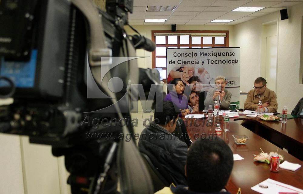 Toluca, México.-  Elsa Blom, directora de Desarrollo Tecnológico y Vinculación del Consejo Mexiquense de Ciencia y Tecnología (COMECYT) anuncio el lanzamiento del programa de Desarrollo de Prototipos en apoyo de micro, pequeñas y medianas empresas. Agencia MVT / Arturo Hernández S.