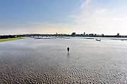 Nederland, Nijmegen, The Netherlands, 8-1-2018Hoogwater. Het stijgende water van de Rijn, Waal, is morgenavond op het hoogste peil. De Nevengeul, aangelegd om het water beter langs Nijmegen af te voeren, is helemaal volgelopen en vormt nu een geheel met de Waal. Veur Lent is nu echt een eiland.Foto: Flip Franssen