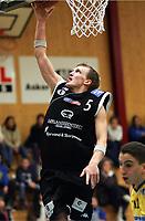 Basketball <br /> BLNO<br /> Asker Aliens v Kristiansand Pirates<br /> Vollenhallen<br /> <br /> 12.12.2004<br /> Foto: Morten Olsen, Digitalsport<br /> <br /> Peter Heimstad - Pirates<br /> Hani Issalhi - Aliens