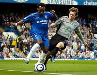 Photo: Ed Godden.<br />Chelsea v Everton. The Barclays Premiership. 17/04/2006.<br />Michael Essien (L) is tackled by Everton's Kevin Kilbane.