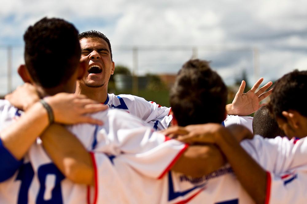 Belo Horizonte_MG, Brasil...1a Copa Kaiser de Futebol Amador de Belo Horizonte. Jogo entre Racing x  Danubio...1st Kaiser Cup of Amateur Football in Belo Horizonte. The match was between  Racing x  Danubio. ..Foto: NIDIN SANCHES / NITRO