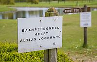 GOES -  Bord  Baanpersoneel heeft altijd voorrand, Golfbaan De Goese Golf,   op Zuid-Beveland, COPYRIGHT  KOEN SUYK