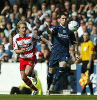 Photo: Chris Ratcliffe.<br />Southend United v Doncaster Rovers. Coca Cola League 1. 22/04/2006.<br />Mitchell Cole (R) of Southend beats James Coppinger of Doncaster to the ball