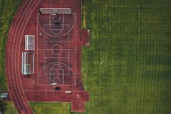 THEMENBILD - ein Basketballplatz mit Laufbahn und Fussballfeld, aufgenommen am 18. April 2020 in Zell am See, Österreich // a basketball court with running track and Football Pitch, Zell am See, Austria on 2020/04/18. EXPA Pictures © 2020, PhotoCredit: EXPA/ JFK